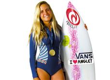 Anglet Surf de Nuit - Séance de dédicaces avec Pauline Ado